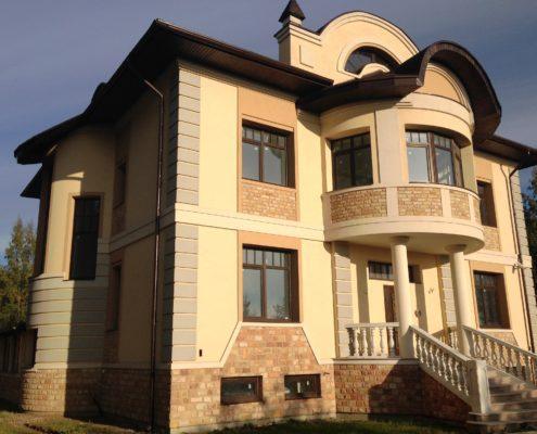 Отделка фасада загородного дома в СПб